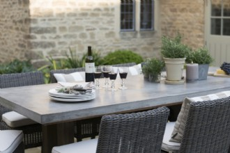 Lorenz Outdoor Dining 2200